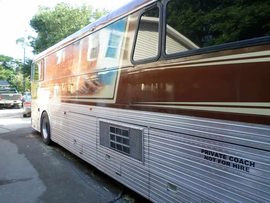Paint-by-Chester-Willie-Nelson-Tour-Bus-6